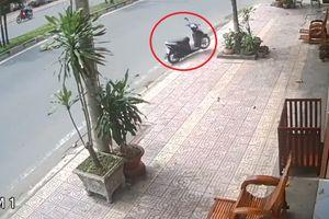 Chiếc xe máy không người lái 'vi vu' trên đường