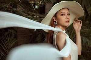 Hoa hậu Thái Nhiên Phương mặc đầm mỏng khoe nét thanh xuân đẹp mê hoặc