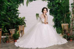 Vì sao các cô dâu thường mặc váy màu trắng trong ngày cưới?