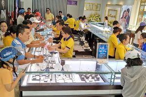 Giá vàng hôm nay (17/11): Cố gắng duy trì đà tăng