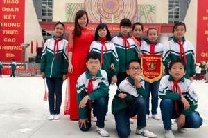 Những 'cánh én hồng' vun đắp ước mơ xanh:Bài 3: Cô giáo trẻ sáng tạo trong công tác Đội