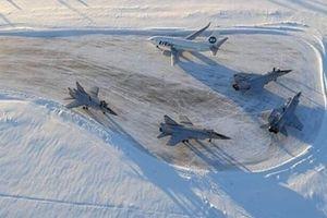 'Quốc bảo' chiến đấu cơ Nga phải hạ cánh khẩn cấp...vì hết xăng