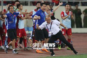 Báo Hàn Quốc khoe trọn màn ăn mừng của HLV Park Hang Seo