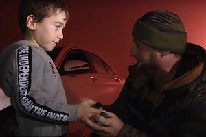 Clip: Chống đẩy hơn 4.000 cái, em bé 5 tuổi có ngay một chiếc Mercedes