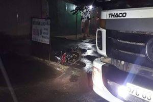 Xe máy đâm vào đuôi xe tải đang đỗ bên đường, nam thanh niên tử vong