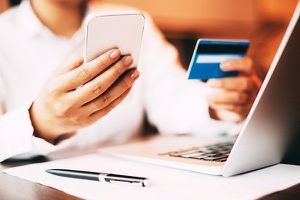 Cẩn trọng khi dùng thẻ ngân hàng để mua sắm trực tuyến
