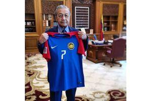 Thua Việt Nam 0-2, thủ tướng Malaysia vỗ về đội tuyển
