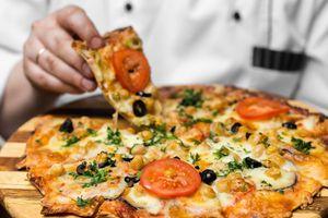 Nơi nào ở Italy là quê hương của món pizza hiện đại?