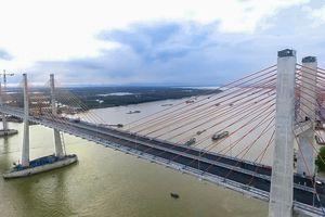 Gần 10.000 lượt xe lưu thông qua cầu Bạch Đằng mỗi ngày
