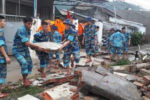 Huy động hàng trăm cán bộ, chiến sĩ giúp dân khắc phục hậu quả mưa lũ