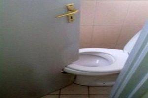 Nhà vệ sinh thơ mộng thách tiền không ai dám... cởi quần vì lý do này!