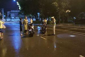 Thanh niên 'thúc cuìi chỏ' vào CSGT: Chờ quyết định để nộp phạt