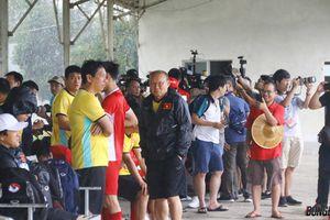 ĐT Việt Nam gặp rắc rối bất ngờ trong buổi tập đầu tiên ở Myanmar