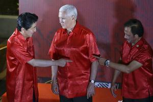 Thay đổi kế hoạch phút chót, Phó Tổng thống Mỹ 'qua đêm' với Trung Quốc?