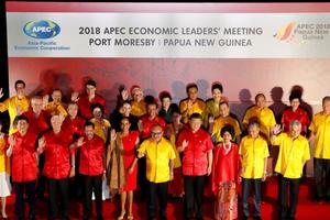 Ấn tượng thời trang APEC: Từ áo da, áo dài cho đến...áo khoác chống nước