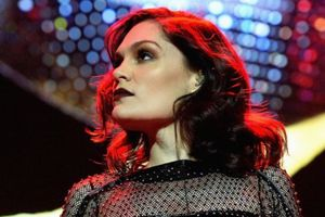 Thông báo chuyện riêng tư giữa đêm diễn, ca sĩ Jessie J khiến khán giả cảm động