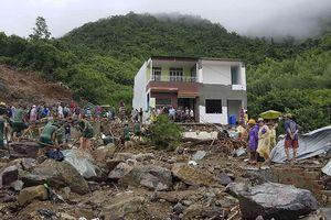 Vỡ hồ chứa nước khu nhà ở cao cấp, 2 người chết, 1 người mất tích
