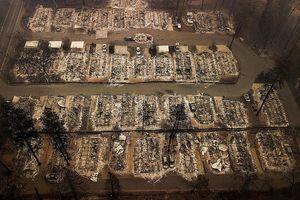 Cảnh tan hoang như tận thế vì cháy rừng ở California nhìn từ trên cao