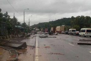 Khánh Hòa: Giao thông tê liệt nhiều nơi do mưa lũ