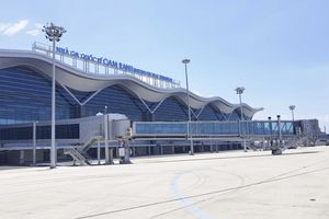 Cảnh báo sạt lở trên đường ra sân bay Cam Ranh