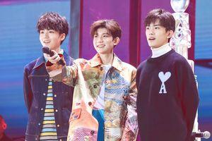 Dịch Dương Thiên Tỉ cùng Vương Tuấn Khải đến concert mừng sinh nhật 18 tuổi của Vương Nguyên (TFBOYS)