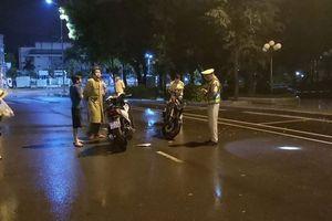 Phạt hành chính thanh niên 'thúc cùi chỏ' khiến cảnh sát giao thông ngã ngửa ra đường