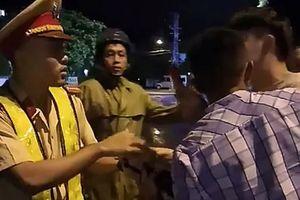 Thanh niên nghi 'thúc cùi chỏ' CSGT: 'Tôi mệt mỏi lắm, mong mọi chuyện sớm kết thúc'