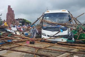 Lốc xoáy tại danh thắng Gành Đá Đĩa khiến hàng chục du khách bị thương