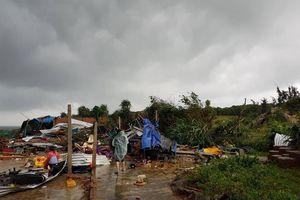 Lốc xoáy qua Gành Đá Đĩa, hàng chục du khách bị thương