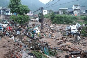 Sạt lở hàng loạt ở Nha Trang, đã có 12 người tử vong