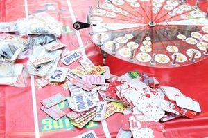 Tổ chức cá cược ăn tiền, lừa đảo khách hàng tại hội chợ