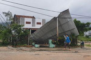 Hơn 100 căn nhà tốc mái, hư hỏng do lốc xoáy
