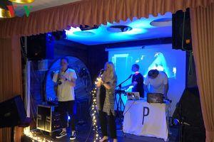 Ban nhạc pop Thụy Điển trình diễn những bản hit sôi động tại Hà Nội