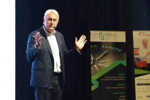 Lãnh đạo trong kỷ nguyên siêu kết nối: Hỏi nhiều hơn và 'nghiện' sự tiến bộ
