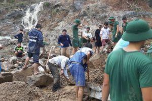 Mưa lũ làm 12 người chết ở Nha Trang, 100 ngôi nhà bị tốc mái ở Phú Yên