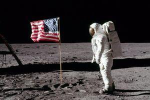 Lá cờ các phi hành gia NASA cắm trên Mặt trăng giờ ra sao?