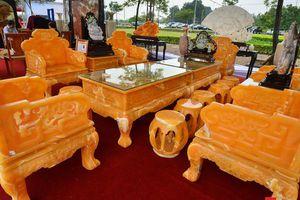 'Mục sở thị' bộ bàn ghế bằng đá quý nguyên khối độc nhất vô nhị trị giá 8 tỷ