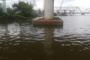 Dân câu cá bỏ chạy khi phát hiện thi thể nam thanh niên nổi trên sông Sài Gòn