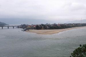 Hai du khách Hà Lan tử vong khi tắm biển tại Lăng Cô