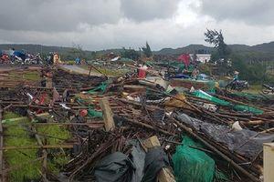 Cận cảnh lốc xoáy càn quét Phú Yên khiến 27 người bị thương
