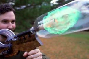 Cận cảnh tia lửa cuồn cuộn di chuyển trong súng khí gas