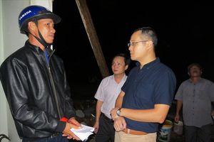 Chủ tịch tỉnh Phú Yên đến hiện trường thăm và hỗ trợ vùng bị lốc xoáy