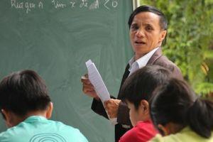'Thầy giáo' trường làng không bằng cấp đào tạo hàng trăm học sinh nghèo đậu Đại học