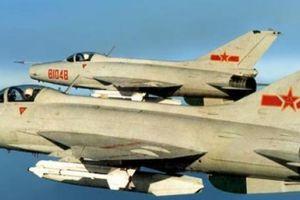 Không quân Trung Quốc dùng nhiều đồ cổ, có cái đã 60 tuổi