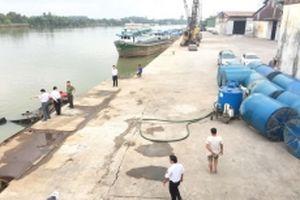 Hoàn thành trục vớt hàng chục tấn hóa chất chìm xuống sông Đồng Nai