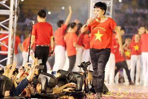 Hành trình Hát vì đội tuyển: Có sự đồng hành của Trường Huy, Phương Thanh