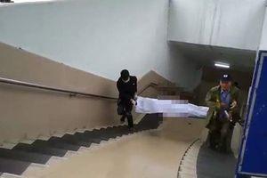 Hoảng hồn phát hiện thi thể người đàn ông lạnh cứng trong hầm đi bộ