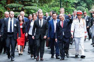 Hình ảnh lễ đón chính thức Thủ tướng Medvedev thăm Việt Nam