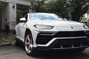 Minh Nhựa rước siêu SUV Lamborghini Urus đầu tiên về nhà