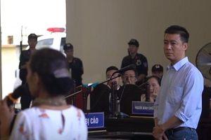 Ám ảnh trước ánh mắt day dứt của 'ông trùm' Phan Sào Nam khi gặp mẹ tại phiên tòa